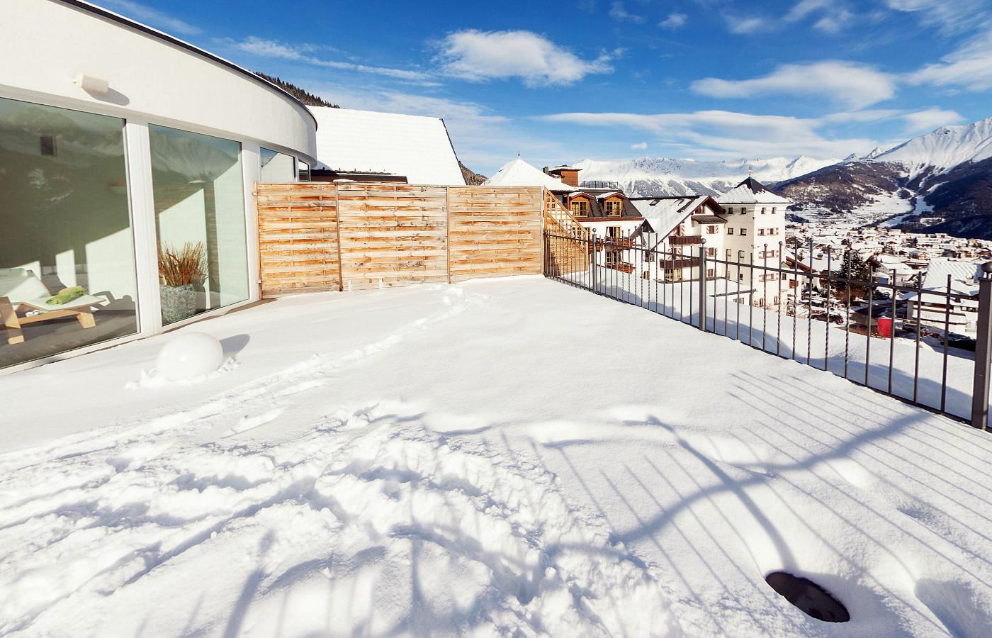 Hotel Natürlich Dachterrasse - überblicken von Fiss, Tirol.
