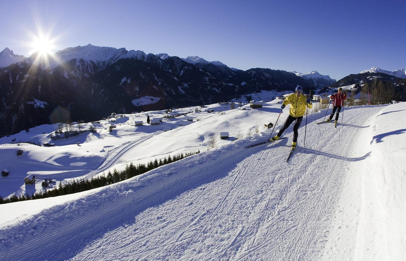 Langläufer in Serfaus-Fiss-Ladis in Österreich. Natürlicher Urlaub.
